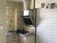 极中心单身公寓出租 空房子可配家具 看房子方便 1100元每月