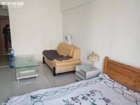 时代广场单身公寓 11楼带家具 价格800快每月 拎包就入住