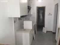 都市经典公寓出租 新装修 看房子方便 带简单家具 1000每月 可半年付款