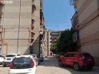 玉溪五中旁 园丁小区 精装修 中间楼层 小三室 房东急租 看房方便 有钥匙