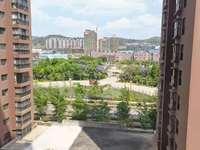 科技公园旁新房118平米精装带家具2500