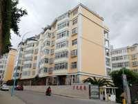 出售月光花园4室3厅3卫213平米208万住宅