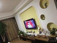 高龙潭文体中心旁枫林溪谷4楼138平三室两厅精装修138万出售!!