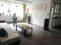 聂耳公园旁泰华园1楼94平小三室简单装修52万出售!