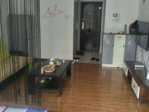 凤凰路旁 单身公寓 精装修 带家具家电 拎包入住 看房联系