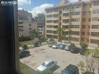 聂耳路中医院后面 东风二小区 正三室 房东诚心出售看房随时方便。