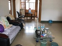 民中生活区 3楼 3室2厅2卫 价格可谈 127平 84万