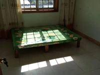 西菱小区 简装三室 带部分家具 1000每个月