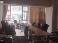 聂耳广场 五中旁 时代新都汇 中等装修三室 带家具1700一个月 拎包入住