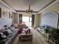 时代广场三区豪华装修三居室,格调优雅温馨舒适拎包即入住。