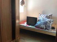 园丁小区简单装修三居室出租 带部分家具 生活方便