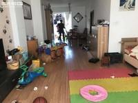 盛世庭院小区中间一梯两户,146.7平精装四室,带子母车位,房东置换新房,诚售