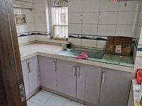 中医院旁,精装,四室,高层,带部分家具,2200一月
